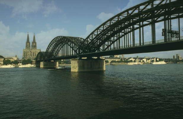 Кёльн. Мост через Рейн.