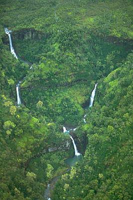 Гавайские острова. Водопады.