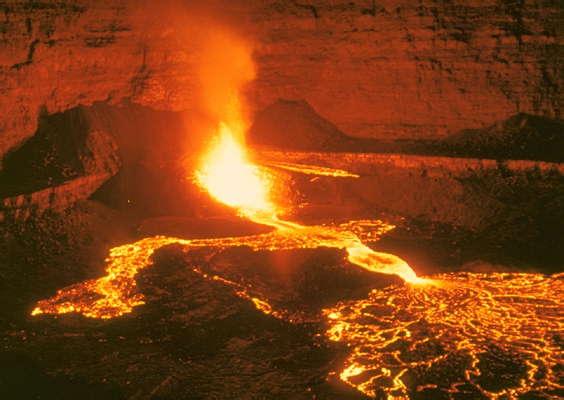 Гавайи, извержение вулкана Килауэ.
