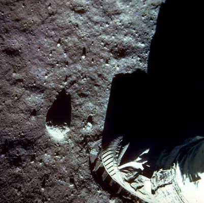 Поверхность Луны.