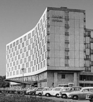 Познань. Гостиница «Меркурий». 1964. Архитекторы Я. Чесьлиньский, Я. Венцлавский и Г. Грохульский.