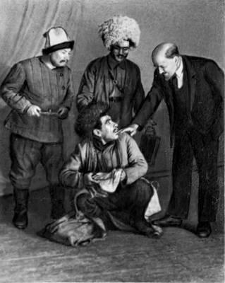 Сцены из спектаклей Театра драмы им. Молланепеса: «Кушкинская крепость» А. Атадманова. 1964.