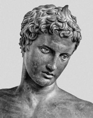 Пракситель (?). Статуя юноши, найденная в море близ Марафона. Бронза. Античная копия или скульптура круга Праксителя. Ок. 330 до н. э. Национальный археологический музей. Афины. Фрагмент.