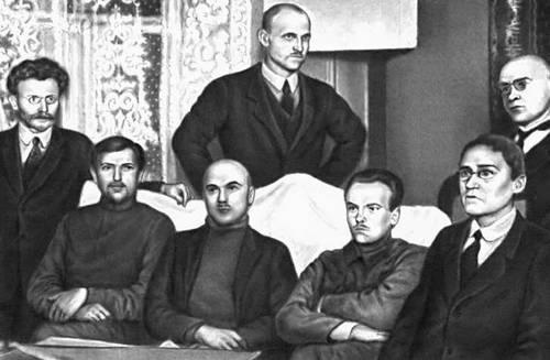 Члены Совета Эстляндской трудовой коммуны. Слева направо: Х. Пегельман, Я. Анвельт, О. Рястас, Й. Кясперт, М. Тракман, К. Мюльберг и А. Вальнер.