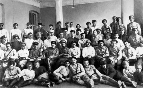 Участники съезда политотделов Туркфронта после прорыва Оренбургского фронта. 1920.