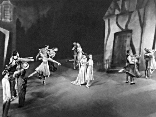 Сцена из балета «Огненный столп» на муз. А. Шёнберга. Балетм. А. Тюдор. Нью-Йорк. 1942.