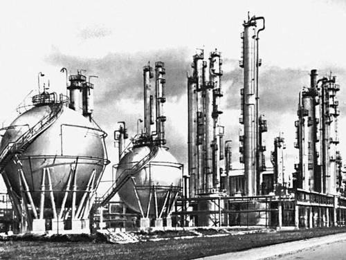 Бутадиеновые установки нефтехимического комбината в г. Плоцк.