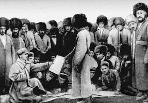 Вручение батракам актов о наделении землей и водой. 1925.