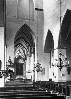 Архитектура 13 — начала 20 вв. Церковь Олевисте. Основное строительство — 15 в. Интерьер.