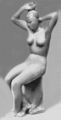 А. Т. Матвеев. «Девушка, отжимающая волосы». Майолика. Гжель. 1959. Музей керамики и «Усадьба Кусково XVIII века». Москва.