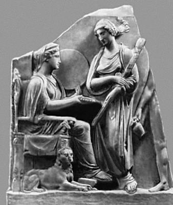 Мифология. Греция. Малоазийская «Великая мать» Кибела и греческая богиня Геката. 4 в. до н. э. Античное собрание. Берлин.