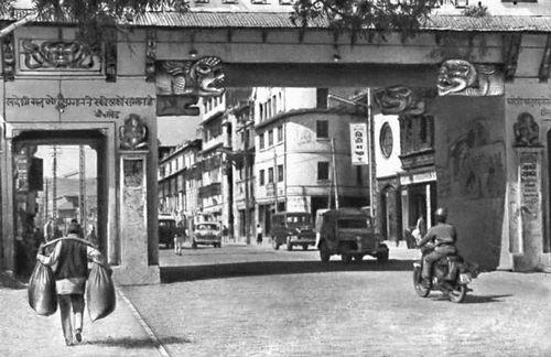Непал. Город Катманду. Центральные городские ворота.