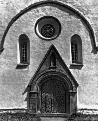Архитектура 13 — начала 20 вв. Церковь в Вальяла. 13—17 вв. Западный портал.