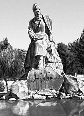 Скульптор В. В. Попов, архитекторы В. Н. Высотин, В. Г. Кутумов. Памятник Махтумкули. Камень. Бетон. 1971. Ашхабад.