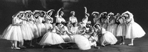 Сцена из балета «Сильфиды» («Шопениана») на муз. Ф. Шопена. Балетм. М. М. Фокин. Париж. 1909.