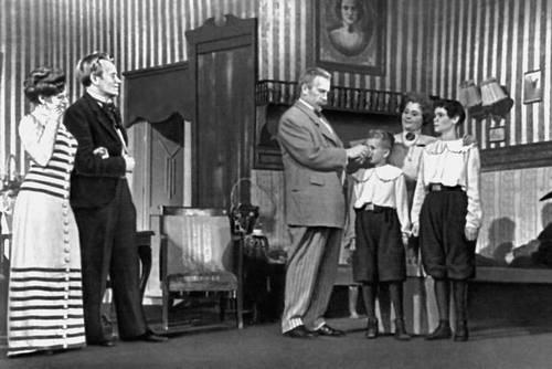 Театр «Ванемуйне» (Тарту). Сцена из спектакля «Неуловимое чудо» Э. Ю. Вильде. 1952.
