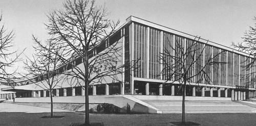 Магазин «Суперсам». 1962. Архитекторы М. Красиньский и Е. Хрыневецкий, иженер В. Залевский.