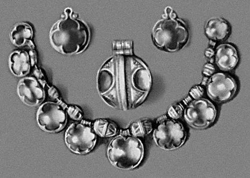 Ожерелье с острова Готланд. Серебро, горный хрусталь. Около 1000. Государственный исторический музей. Стокгольм.