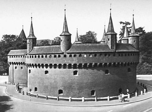 Барбакан в Кракове. 1498—99.