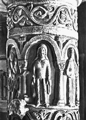 Скульптура 12—15 вв. Междунефный столб костёла Троицы в Стшельно. Камень. Около 1180.
