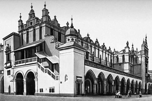 Польша. «Суккеннице» в Кракове. 13—14 вв. (Аттик и лестница — 1555—59, арх. Дж. М. Падовано; наземная галерея фасада пристроена в 1875—79).