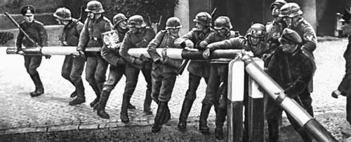 Польша в 1939—45. Немецко-фашистские оккупанты на государственной границе Польши. Сентябрь 1939.