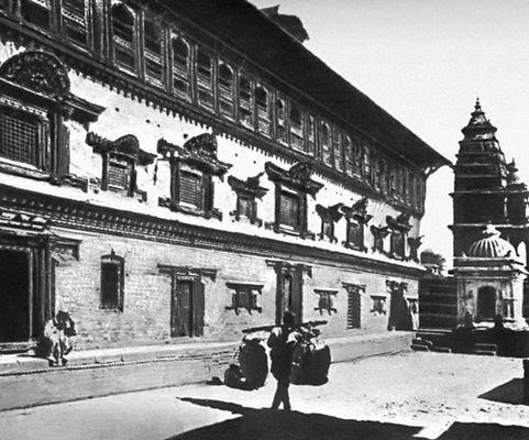 «Дворец 55 окон» в Бхактапуре. Перестроен в 1697.