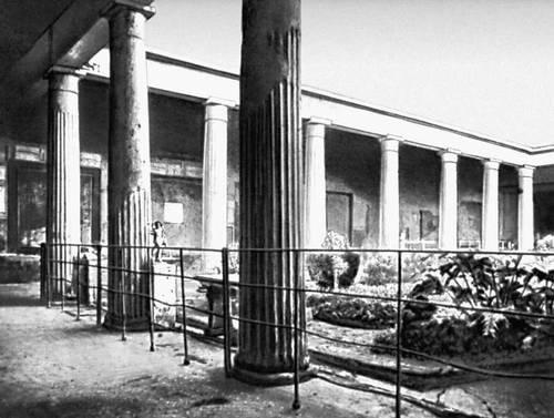 Помпеи. Перистиль дома Веттиев. 1 в. н. э.