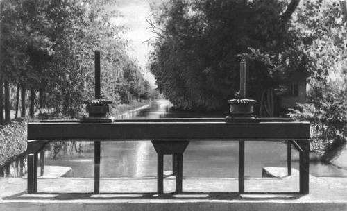 2. Водораспределительное устройство на канале освоенных земель Голодной степи.