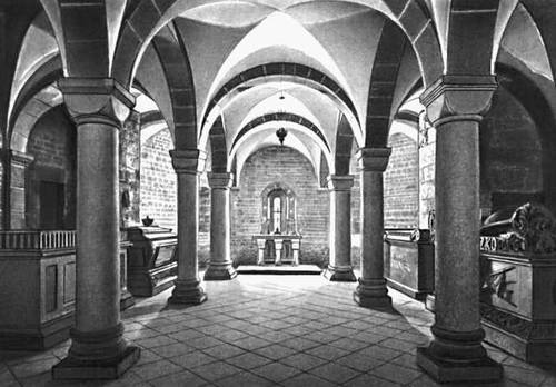 Крипта св. Леонарда в соборе на Вавеле в Кракове. Около 1100.