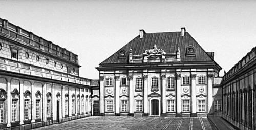 Польша. Дворец «Под бляхой» в Варшаве. 17—18 вв.