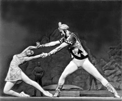 Театр оперы и балета им. Махтумкули. Сцена из балета: «Фирюза». А. Агаджикова. 1975.