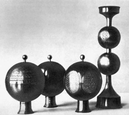 Х. К. Пихельга. Вазы и подсвечник. Медь, травление. 1969.