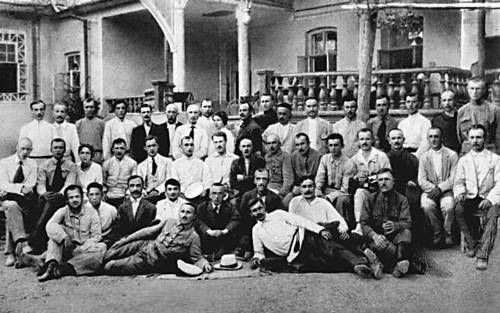 Участники 1-го съезда Коммунистической партии Туркестана. Ташкент, июнь 1918.