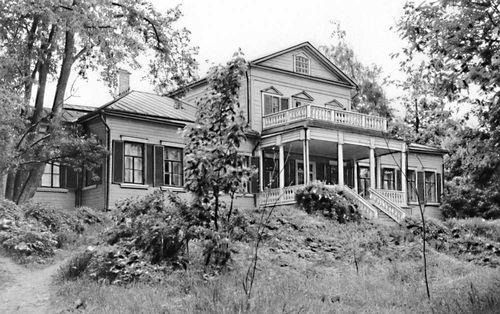 Усадебный дом в Абрамцеве.