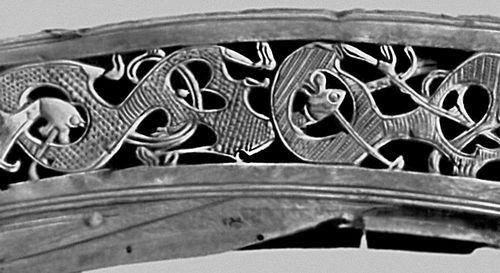 Резная деталь корабля викингов. Дерево. 9 в. Музей кораблей викингов на полуострове Бюгдё. Осло.