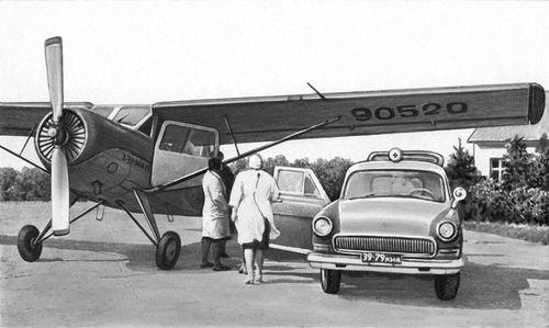 Эвакуация больного на санитарном самолете.