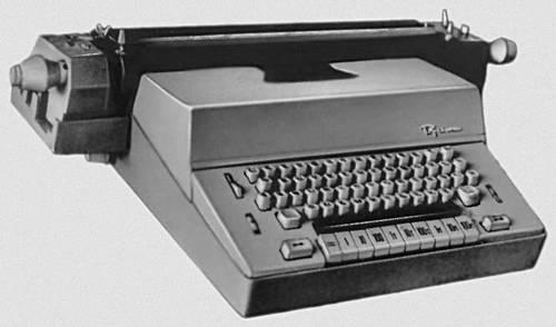 Рис. 2а. Канцелярская электрическая пишущая машина.