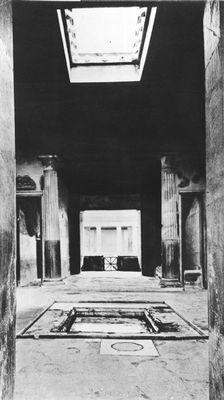 Атрий дома Менандра в Помпеях (2—1 вв. до н. э.).