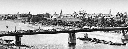 Мост через реку Волхов и вид на Кремль.