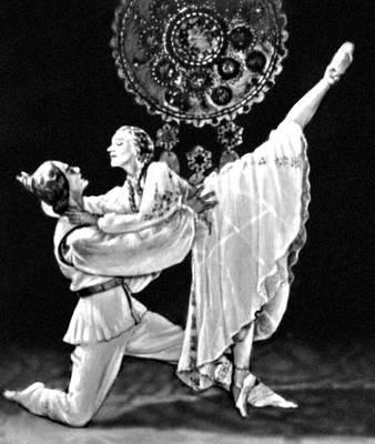 Сцена из балета «Сакта свободы» А. П. Скулте. Латвийский театр оперы и балета. Балетм. Е. Я. Чанга. Рига. 1950.