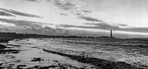 Побережье острова Хийумаа, расположенного в Балтийском море.