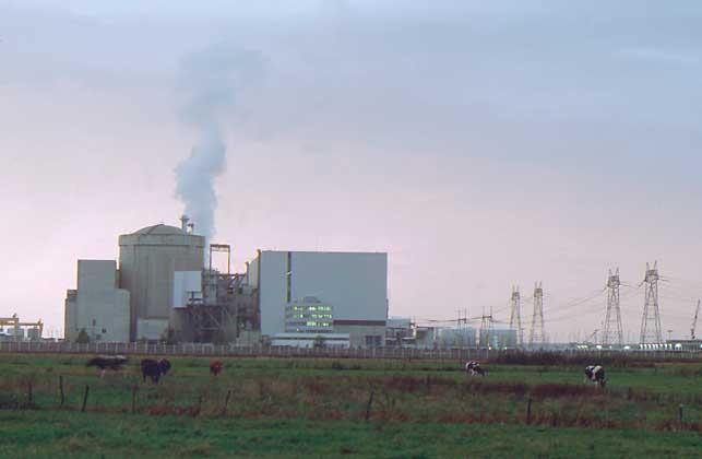 АЭС в Блейяре (Франция).