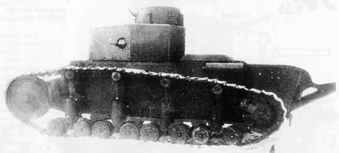Компоновка Т-12 была подобна американскому Т1.Е1. с двухъярусным расположением очень мощного вооружения - 45-мм длинноствольной пушки или 60-мм (57-мм) гаубицы и трех пулеметов. В качестве силовой установки предполагалось использовать переделанный авиадвигатель