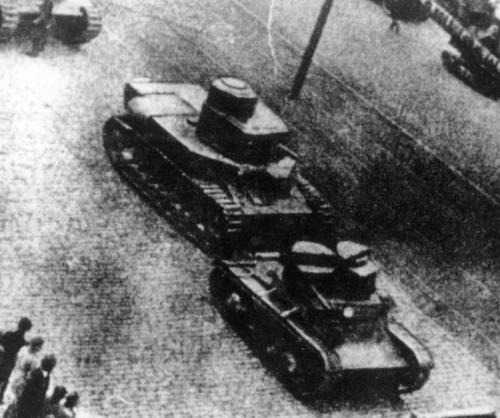Первый день испытаний (24 июля 1930 года) не принес никаких неожиданностей, но и восторгов тоже. Танк вел себя почти не отличаясь от Т-12. Через три дня было назначено опробование орудия, которое вместе с башней переставили с Т-12, и тут случилось ЧП. 26 июля 1930 года у танка, двигавшегося по мягкому грунту с орудием и боекомплектом в 10 снарядов, вдруг загорелся двигатель.