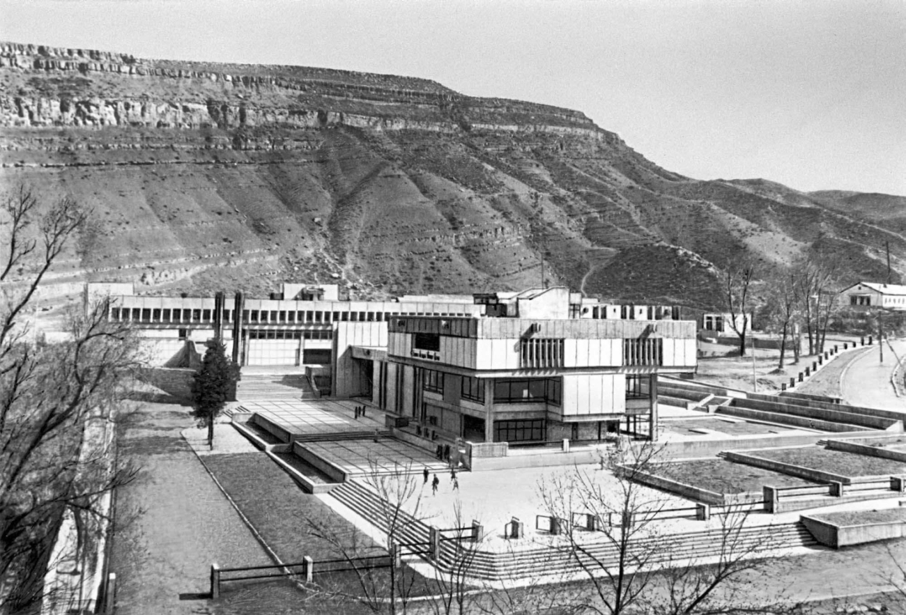 Школа в посёлке Фирюза Ашхабадского района. 1981.