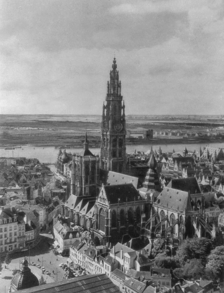 Вид на город и собор Онзе-ливе-Врауэкерк (1352 - 1616).