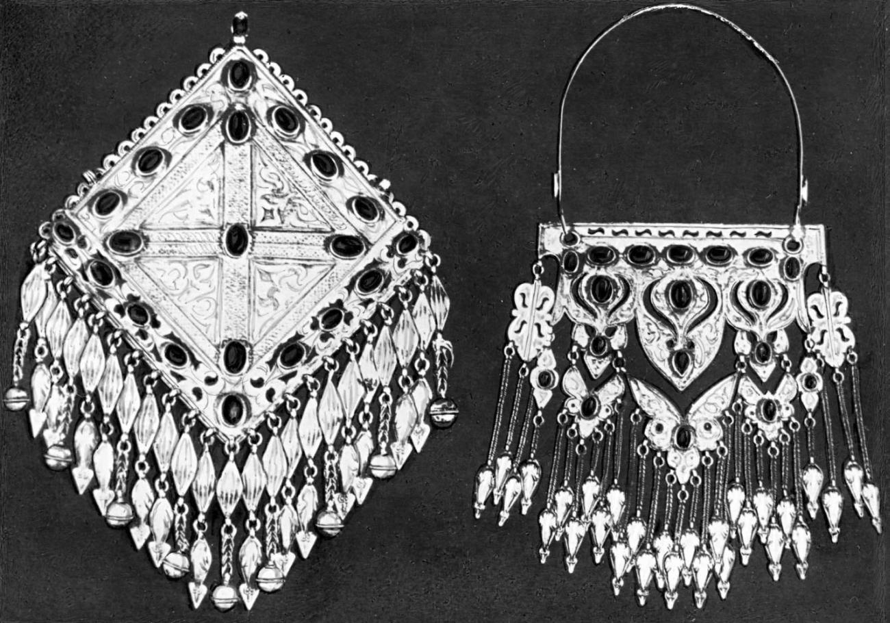 Нагрудные украшения для женского костюма. Серебро, цветное стекло. Гравировка. Конец 19 - начало 20 вв.