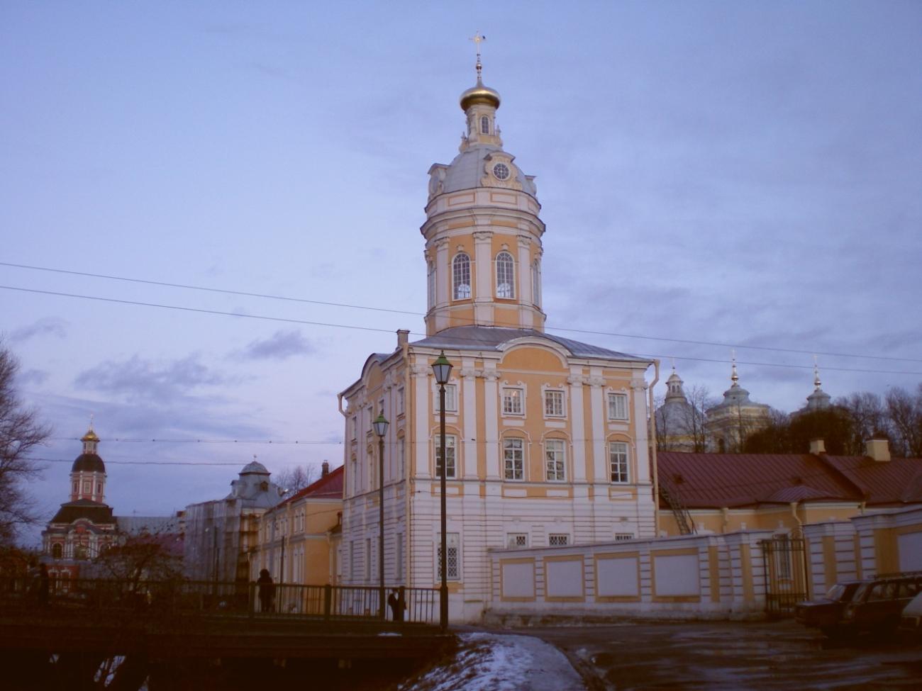 Александро-Невская Лавра на закате. На переднем плане - Северо-Западная башня (Ризница)