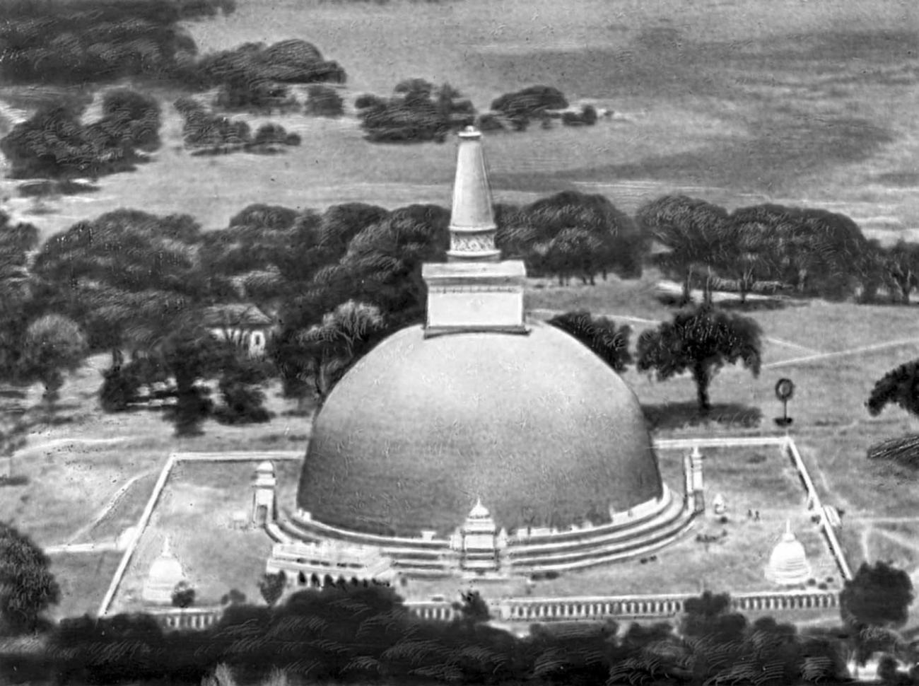Руванвелидагаба в Анурадхапуре. 2 - 1 вв. до н.э., неоднократно достраивалась и перестраивалась, особенно с последней четверти 19 в.